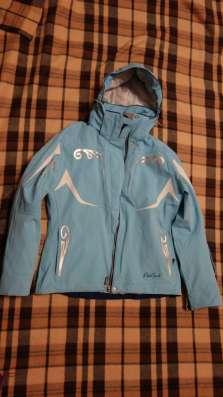 Спортивная горнолыжная куртка