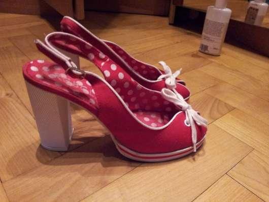 Туфли красные текстильные 38р Устойчивый каблук в Москве Фото 1