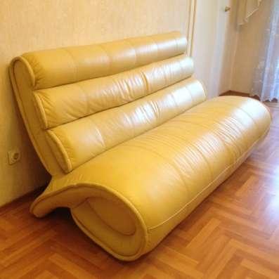 Продам набор кожаной мебели желтого цвета, состоящую из дива
