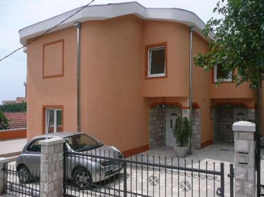 2х-этажный дом с видом на море и горы в пригороде г. Бар
