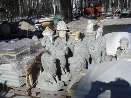 Скульптуры из бетона и барельефы