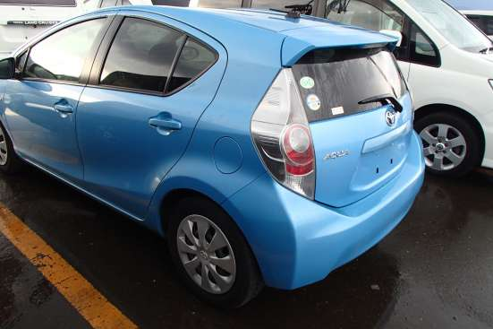 Toyota Aqua гибридный хетчбек