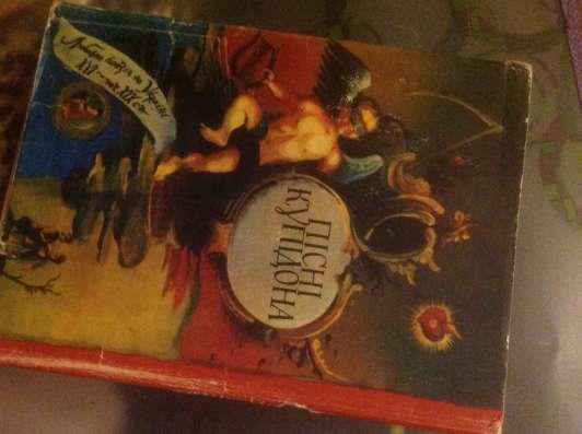 Книги советского времени. Много. Можно запрашивать